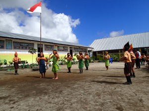 A wonderful performance of traditional Batak dancing by the children.