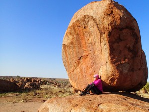 Taking a wee rest break at the Devil's Marbles, another remarkable geological land formation in the Centre.